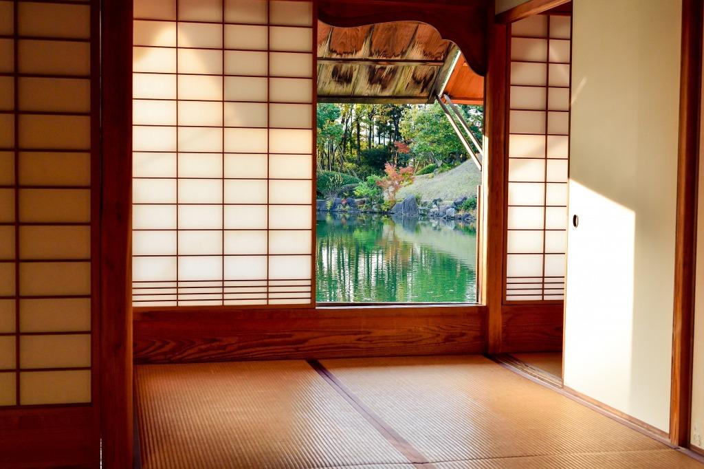日本庭園が見える和室