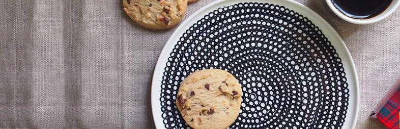 皿とクッキー