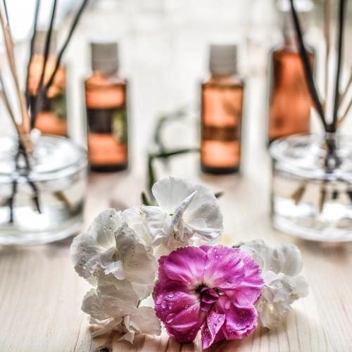 花の後ろに大量の芳香剤