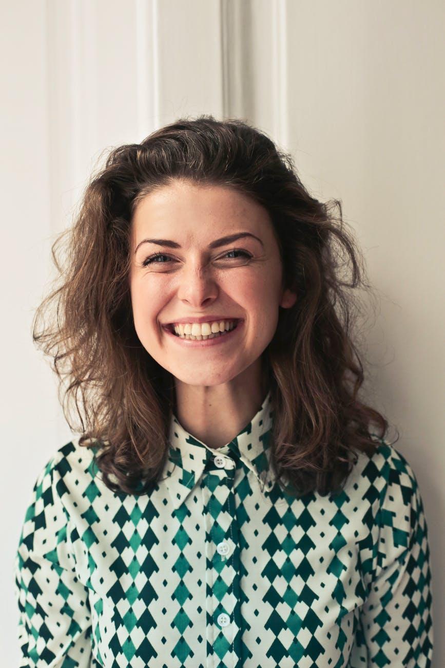 笑顔が素敵な北欧人の女性