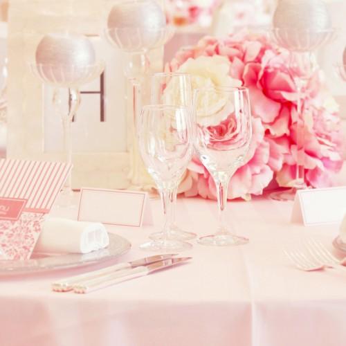 ピンクのテーブル